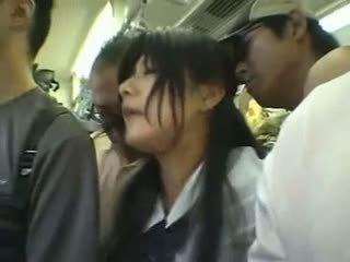 शाइ गर्ल gangbanged में एक पब्लिक ट्रेन