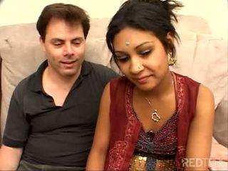 Verlegen weinig indisch meisje geneukt goed