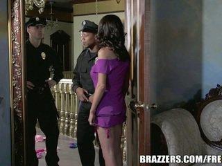 Senhorita mckenzie wants para caralho um policial. ela gets dela desejo