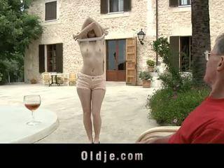 Oldje: denisa heaven screwed بواسطة an قديم رجل outdoors