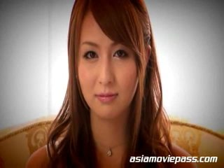 Japonais fille giving grand coup emploi