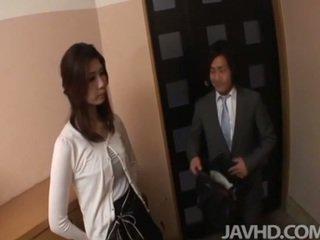 Napalone businessman seduces seksowne kocica