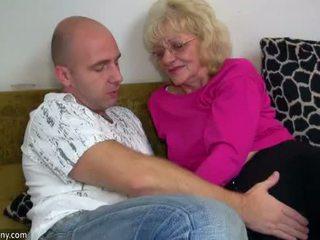 Oldnanny vecs vecmāmiņa ir ļoti ļoti uzbudinātas un mitra