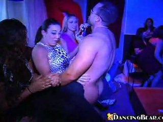 brünette, hardcore sex, sex in der öffentlichkeit
