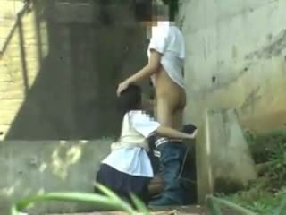Κορίτσι του σχολείου having σεξ σε ο park