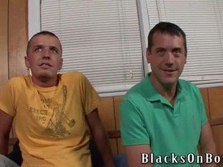 Two blank boys en een blacksome lul
