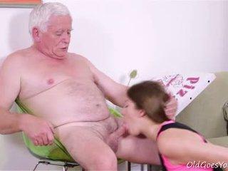 Rita yra getting pasiruošęs į duoti į viršų jos virginity bet ji needs two guys už the darbas!