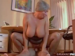 Busty Granny Seduces Young Guy with Her Big Tits: Porn 2e