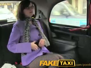 Faketaxi uzbudinātas daddies meitene loves the dzimumloceklis
