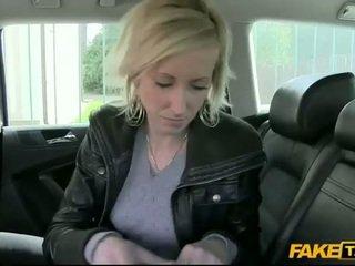 Babe paid door having seks met een driver