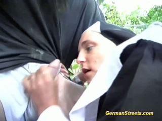 שובבי גרמני נזירה loves זין