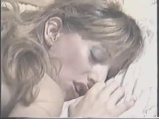 John holmes: unleashed lust (1989) sexo a três