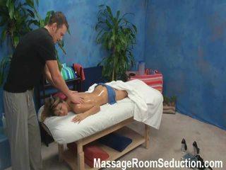 Veronica lured en shaged door haar massage therapist onto verborgen camera