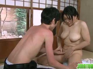 bruneta, japonec, velká prsa