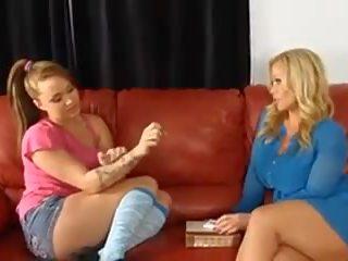 Genç büyük ğöğüslü islak gömlek ile an büyük kadın, porn c4