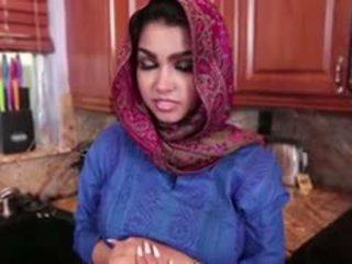 Krūtainas arab pusaudze ada gets fucked grūti