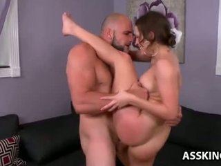 Lily mīlestība gets viņai apaļš pakaļa fucked
