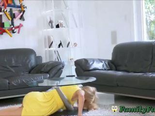 Mare balcoane milf step-mom abuzata în timp ce stuck