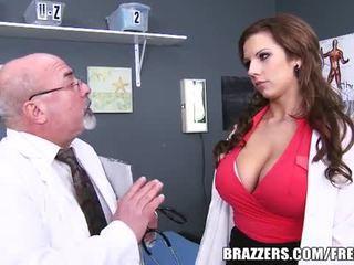 Slutty dokter cures een patiënt met haar kut