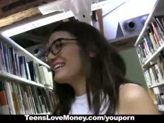 Teenslovemoney - perpustakaan nerd fucks untuk wang