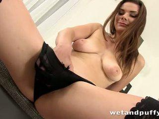 Sexy ragazza plays con un bello fica pompa