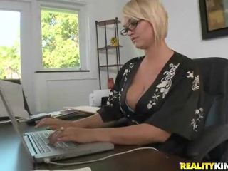 Juggy blondýnka mrs. julies fucked