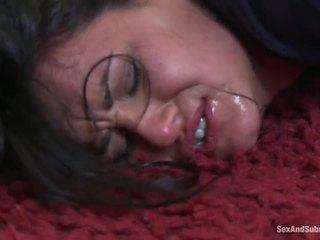 Barmfager babes få straffet av hung policeman