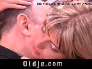 Oldman met gross piemel penetrates jong girl's arse