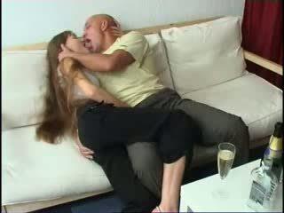 Getting full med daughters kjæreste video