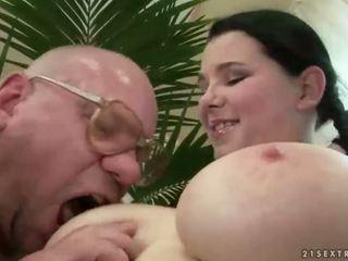 Fortunato nonno scopata con tettona giovanissima