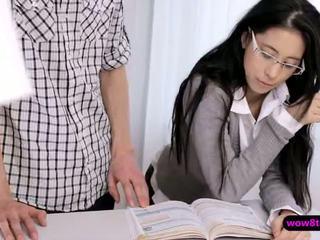 Flirty geek เอเชีย วัยรุ่น finger ระยำ แล้วก็ stuffed ยาก
