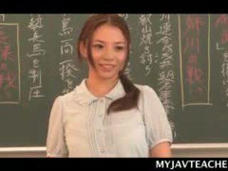 Superb aziatisch ballerina making haar students geil bij school-