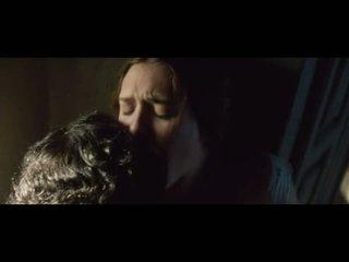 Elizabeth olsen shows część cycki w seks sceny