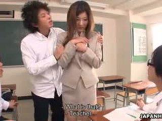 Καυλωμένος/η students εκβιασμός yayoi με ένα interesting photo.