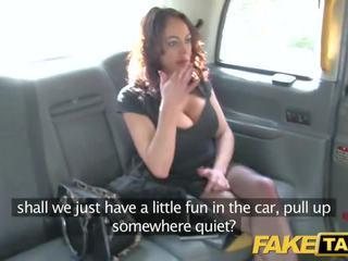 Fake taxi rua senhora fucks cabbie para dinheiro