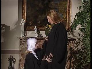 Een 'nuns' interlude.
