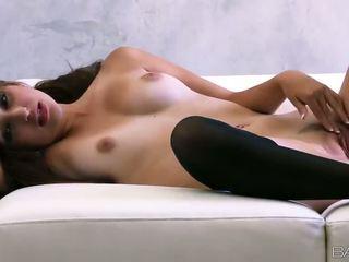 Superb रशियन बेब natasha malkova fondles उसकी अच्छा titties और पुसी वीडियो