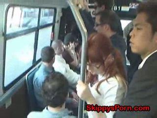 Japoneze nxënëse finger fucked në autobuz