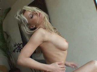 Booby blondīne zdenka podkapova receives likewise uzbudinātas līdz rokturis ar šis boobies popped