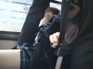 Shocked teengirl apgraibytas į autobusas