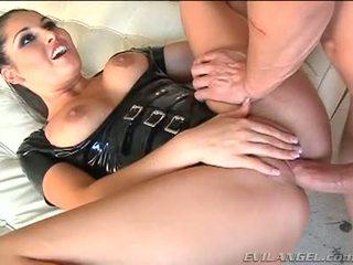 Emma cummings në lateks kostum gets fucked e drejtë në the bythë