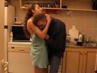 Daddys hči zajebal v the kuhinja video