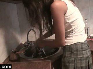 Dagfs: недосвідчена girlfriends licking в the кухня