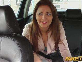 יפה חובבן pays סקס ל taxi נסיעה