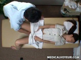 Spycam reluctant 妻 seduced バイ masseur
