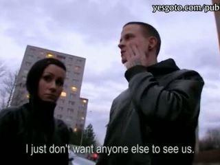 Tjeckiska flickvän lucie threeway för kontanter