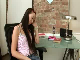Evelina model kantor pleasure on a chair
