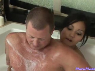 An unusual masaj după taking o tub împreună