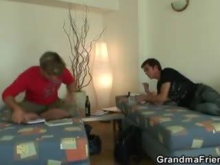 Two buddies γαμώ καθάρισμα γιαγιά