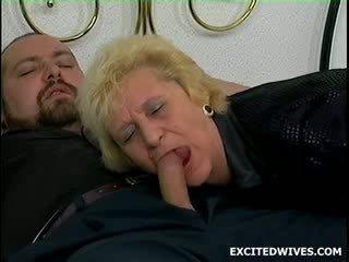 ดังนั้น นี้ guy was นอน ที่ ของเขา แม่ ใน กฎหมาย เมื่อ เขา felt เช่น ผู้ชายเลว ปิด. ofcourse เขา comes ใน ในระหว่าง the การกระทำ และ st